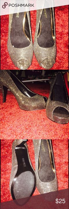 Gold Nine West peep toe. This is such an elegant heel , you can pair it with anything ! Size 9. Very comfortable. NO TRADES. Nine West Shoes Sandals