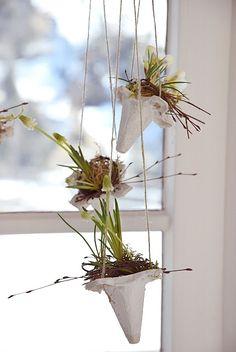 Fensterdeko aus Eierkartons für den Frühling.