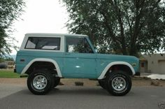 old trucks are so classically cute! old trucks are so classically cute! Classic Bronco, Ford Classic Cars, Classic Chevy Trucks, Hot Rod Trucks, Old Trucks, Lifted Trucks, My Dream Car, Dream Cars, Old Bronco