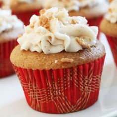 Loved making these delicious french toast cupcakes with maple buttercream frosting that my honey made for me! With bacon on top? Perfect!