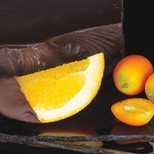 Dark chocolate and cocoa bean captivate with a squeeze of sweet orange liqueur! Best Fragrances, Liqueur, Orange, Spicy, Candles, Chocolate, Fruit, Sweet, Food