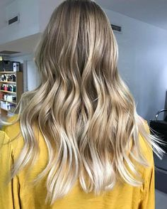 Lived in blonde A flawless #balayage by @melvinroycelane and perfectly tousled #beachywaves by @jameskennedy_edwardsandco using @elevenaustralia. #edwardsandco #edwardsandcomelbourne