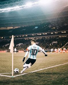 - Lionel Messi (Rusia 0 - 1 Argentina taking a corner kick Messi Soccer, Messi 10, Football Is Life, Football Fans, Neymar, Ibrahimovic Wallpapers, Argentina Soccer, Messi Argentina 2018, Cr7 Junior