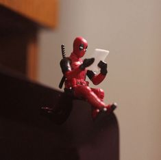 Office Toys - Deadpool Computer Sitter - Made in Japan (Original) - Free Just pay shipping! - CP Shop