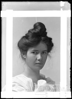 Snearly, Alice. [Alice Snearly], Photograph, n.d.; digital image, (http://texashistory.unt.edu/ark:/67531/metapth20897/ : accessed November 19, 2012), University of North Texas Libraries, The Portal to Texas History, http://texashistory.unt.edu; crediting Clay County Historical Society, Henrietta, Texas.