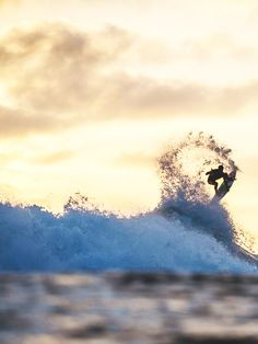 Surfing holidays is a surfing vlog with instructional surf videos, fails and big waves Wow Photo, Water Photography, Big Waves, Surfs Up, Surfers, Extreme Sports, Skateboarding, Gabriel, Surfboard