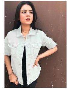 Girl Photo Poses, Girl Photography Poses, Cute Photos, Girl Photos, Pakistani Models, Cute Girl Face, Girls Dpz, School Fashion, Stylish Girl