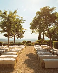 Burlap-draped hay bales served as benches and lined the aisle for this ceremony
