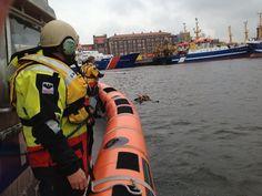 KNRM Ter Heijde @knrmterheijde Gisteren Man Over Boord geoefend in de haven van Scheveningen, later nog een uitpeil oefening #KNRM