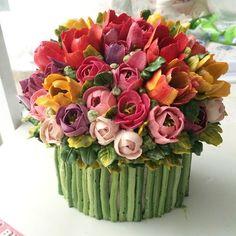 www.cakecoachonline.com - sharing...Tulip Buttercream Cake