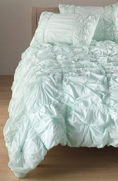 Pretty comforter in mint http://rstyle.me/n/nbemdnyg6