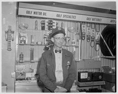 you can't have a thing here! All of these things are mine I tellya, mine, mine,mine! Vintage Cars, Vintage Photos, Gas Station Attendant, Gas Service, Auto Parts Store, Old Garage, Old Gas Stations, O Gas, Gas Pumps