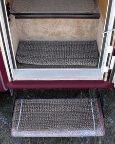 I've pinned this site before - so many hints! Entry mat of fake astroturf cut to size and bungeed to foldaway step.