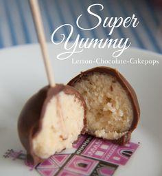 Super yummy lemon-chocolate Cakepops  recipe (german) Sweets Recipes, Yummy Recipes, Yummy Food, Desserts, Cup Cakes, Cupcake Cakes, Cake Pop Flavors, Chocolate Cake Pops, Cookie Pops