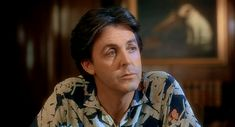 NoneGive My Regards to Broad Street 1984 Na trama, Paul tem de encontrar um criminoso que roubou as fitas que o cantor deveria enviar para um estúdio