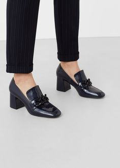 Patent heeled loafers | MANGO