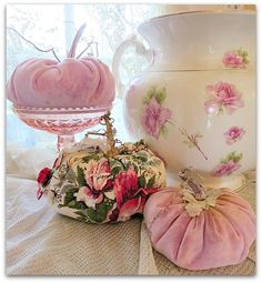 Simple transferred french shabby chic bedding find more info chic furniture white chic furniture dresser chic furniture for sale chic furniture diy chic furniture living room Shabby French Chic, Shabby Chic Fall, Shabby Chic Mode, Estilo Shabby Chic, Shabby Chic Crafts, Shabby Chic Kitchen, Shabby Chic Cottage, Vintage Shabby Chic, Shabby Chic Style