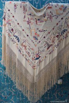 Antigüedades: Mantón de Manila antiguo de seda natural bordado a mano con fleco anudado a mano (M.ANT-12) - Foto 3 - 58277148