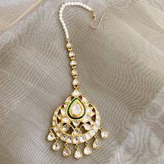 Antique Jewellery Designs, Antique Jewelry, Jewelry Design, Diamond Jewelry, Gold Jewelry, Gold Necklace, Pendant Necklace, Tikka Jewelry, Indian Jewelry