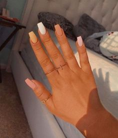 Semi-permanent varnish, false nails, patches: which manicure to choose? - My Nails Simple Acrylic Nails, Best Acrylic Nails, Pastel Nails, Colorful Nails, Acrylic Nails Designs Short, Acrylic Nail Designs For Summer, Acrylic Nails Yellow, Orange Nail Designs, Elegant Nail Designs