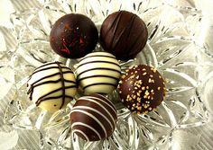 Belgium chocolate Comfort And Joy, Best Comfort Food, Belgian Chocolate, Best Chocolate, Steamed Mussels, Renaissance Architecture, Candy Shop, Free Blog, Belgium