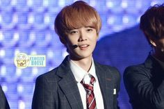 I love luhan. His face,his voice, his dance. All about him.