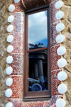 03 Parque Güell Pabellón de Portería 10 13254 - Parque Güell (Park Güell) Calle Olot, Monte del Carmel, Barcelona  Arquitecto: Antoni Gaudí con la colaboración de Josep Maria Jujol, Francesc Berenguer, Joan Rubió y Llorenç Matamala.