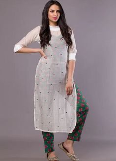 Casual Indian Fashion, Indian Fashion Dresses, Indian Designer Outfits, Indian Outfits, Simple Kurta Designs, Kurta Designs Women, Stylish Dress Designs, Salwar Designs, Western Dresses For Women