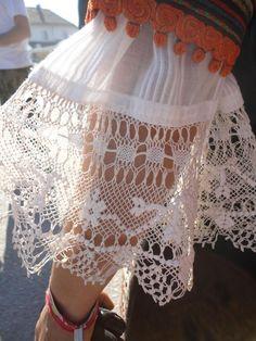 51abf727e66 Needle Tatting, Needle Lace, Vintage Gowns, Vintage Lace, Crochet Hooks,  Crochet