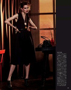Lindsey+Wixson+&+Caroline+Brasch+Nielsen+Vogue+Japan+September+2013-001