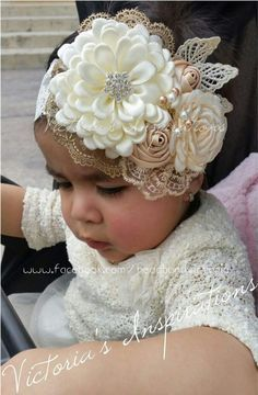 Brazilian Crochet And Handicraft Baby Girl Headbands, Baby Bows, Baby Girl Hair Bows, Felt Headband, Light Pink Flowers, Baby Girl Hairstyles, Foto Baby, Making Hair Bows, Ribbon Hair Bows