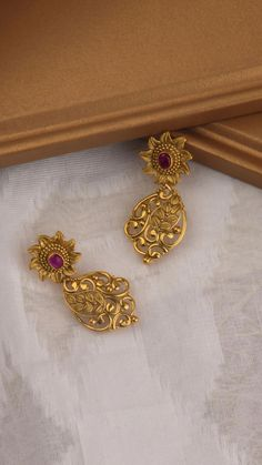 Gold jewelry Necklace Fashion - Antique Gold jewelry With Weight - - Gold jewelry Necklace Name - Gold jewelry Indian Gift Ideas Gold Jhumka Earrings, Jewelry Design Earrings, Gold Earrings Designs, Ear Jewelry, Designer Earrings, Jewelry Sets, Gold Bangles Design, Gold Jewellery Design, Handmade Jewellery