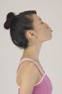 Decrease forehead wrinkles, tighten and firm your face, diminish crow's feet, get rid of a double chin and many more with Face Yoga Expert - Fumiko Takatsu Losing Belly Fat Diet, Lose Tummy Fat, Lose Fat, Double Chin Treatment, Cheek Fat, Face Yoga Method, Facial Yoga, Facial Cupping, Reduce Double Chin