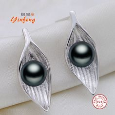 [Yinfeng]Natural Pearl stud earrings Pearl Jewelry with gold plated earrings geometric Charm fashion earrings for women