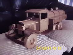 This is reall cool.    gas and oil truck - by bobman58 @ LumberJocks.com ~ woodworking community