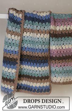 Manta DROPS em croché em Eskimo, 2 versões: menina e menino Modelo gratuito de DROPS Design.