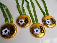 Medals and trophies as prizes Soccer Birthday Parties, Soccer Party, Sports Party, 10th Birthday, Ideas Para Fiestas, Party Activities, Crafts To Do, Baby Shower Decorations, Party Themes