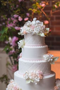 Wedding cake for a Manhattan wedding at the Loeb Boathouse of Central Park. Philip Siciliano Photography. #pinkbowtieevents #wedding #weddingcake #weddingcakeflorals #weddingcakes