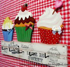 Miray's handmades Tole Painting, Ceramic Painting, Painting On Wood, Wood Glass, Glass Ceramic, Cupcake Kitchen Decor, Decoupage, Cupcake Illustration, Pintura Country
