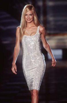 lelaid: Karen Mulder at Atelier Versace F/W 1995 - Chic as fuck.