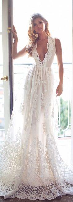 Decote V Profundo: tendência para noivas 2017 | Mariée: Inspiração para Noivas e Casamentos
