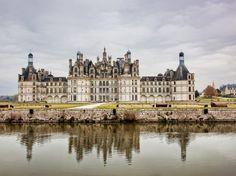 Castelo Chambord, Loir-et-Cher, França Residência do rei Luís XIV, o castelo Chambord foi erguido no século 16. Atualmente é a mais visitada das construções do vale do Loire.