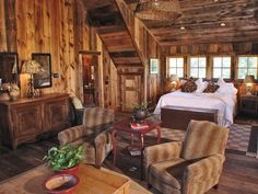 Wow bedroom in a gorgeous rustic mountain home.  timthumb.php (980×735)