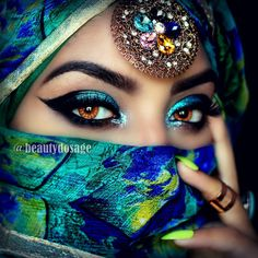 Diamond Painting Green and Blue Masked Eyes Kit - Beautiful woman - Eye Makeup Arabian Eyes, Arabian Makeup, Pretty Eyes, Cool Eyes, Beautiful Eyes, Blue Eye Makeup, Eye Makeup Tips, Makeup Ideas, Beauty Makeup