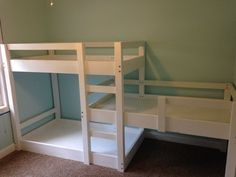 Triple bunk bed build – Merzke Custom Woodworking I just wanted to take a moment to talk about one of my projects this year. I had a client contact me to build a triple bunk bed for his three little girls. He sent me a couple different photos he h… Bunk Beds With Stairs, Cool Bunk Beds, Bunk Beds For 3, Pallet Bunk Beds, Bed Rails, Girls Bunk Beds, Kid Beds, Bunk Beds For Toddlers, Toddler Bunk Beds