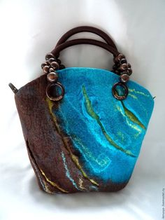 12 Handmade Bags You'll Fall in Love With Felt Purse, Nuno Felting, Needle Felting, Quilted Bag, Felt Fabric, Felt Art, Cloth Bags, Wool Felt, Felted Wool