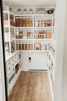 Bauernhaus Pantry Überholung It's here! The post we've all long anticipated! Our Clean Eats Kitchen pantry reveal! I am so excited to share this space with you! When we started renovating our kitchen I was so hesitant about knocking down a wall and turnin Kitchen Pantry Design, Kitchen Organization Pantry, Home Decor Kitchen, Interior Design Kitchen, Home Kitchens, Pantry Shelving, Organized Pantry, Kitchen Pantries, Kitchen With Pantry
