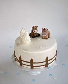 I enjoyed so much making this winterly cake with cute horses on top :). Hevosia talvihaassa- oli aivan ihanaa tehdä tämä kakku :) #cakes #baking #bakingblog #instabaking #cakeoftheday #cakedecorator #instacakes #birthdaycakes #fondantcakes #wintercake  #horsecake #kakkuja #täytekakku #leivonta #leivojakoristele #ihanitsetehty #leivontablogi #syntymäpäiväkakku  #heppakakku #sokerimassakakku #leipoosukkasillaan