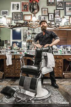 Schorem Barber Shop - Rotterdam by Tim Collins Photography. Hoping there is a barber shop like this in Buffalo. Barber Shop Interior, Barber Shop Decor, Barber Shop Vintage, Modern Barber Shop, Beauty And More, Spa Design, Cafe Design, Bakery Design, Barber Chair