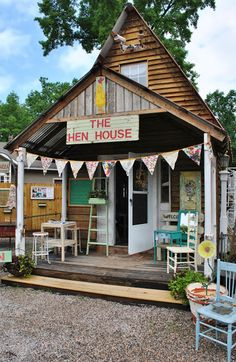 Don't have a farmhouse? Love the Farmhouse Style? Here are Ten Ways to Add Farmhouse Style to any home - regardless of what style of home you live in. Vintage Market, Vintage Shops, Farm Store, Old Country Stores, Hen House, Shop Fronts, Antique Stores, Country Decor, Country Homes